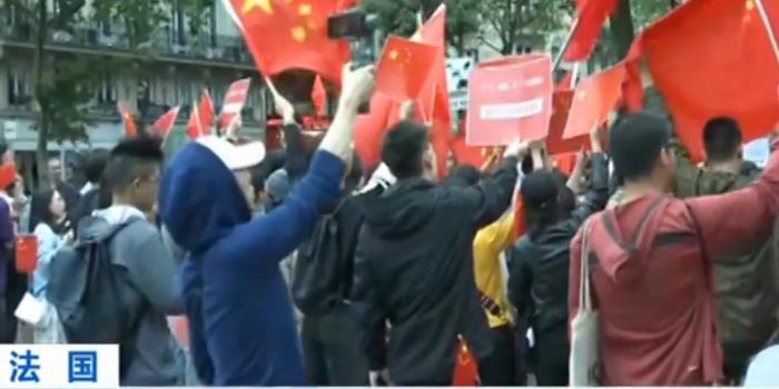 留学生和华侨在巴黎集会 抵制香港激进分子宣传