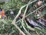 老挝发生严重车祸 已致13名中国人遇难2人失踪