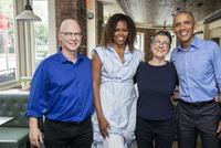 外媒评奥巴马拍《美国工厂》:对继任者政策不尽认同