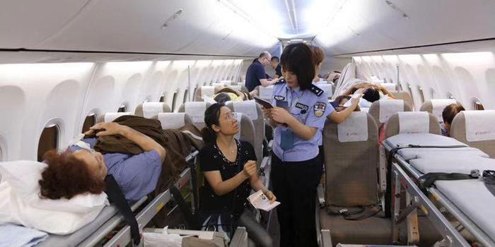 老挝车祸中20名受伤游客被包机接回南京