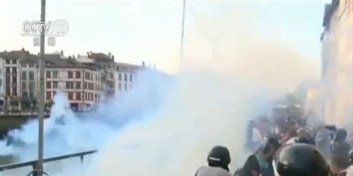 G7峰会举办地附近爆发抗议 警方抓17名蒙面示威者