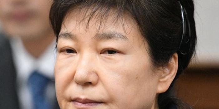 朴槿惠听判决结果没反应 官员感慨:她已心墙高筑