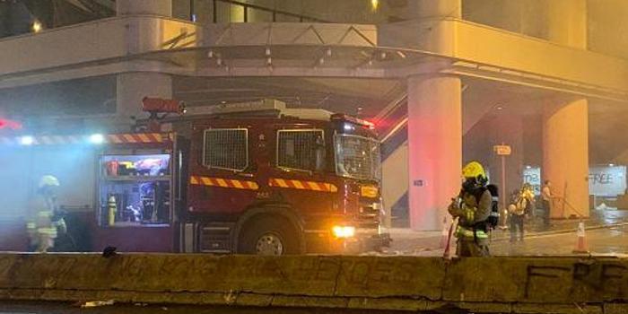 港铁旺角站遭激进示威者大肆破坏 警方现场抓捕