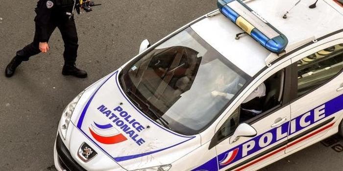 法国突发持刀袭击事件致1死9伤 1名嫌疑人被抓