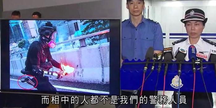 香港警方:网上流传的扔汽油弹图片中人物并非警察