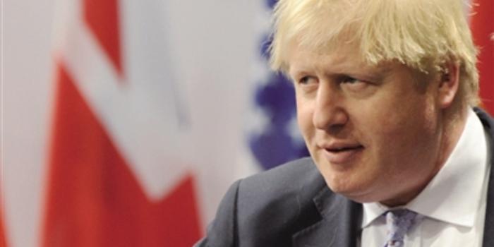 """""""脱欧""""大戏再反转 英国首相要""""玩砸""""?"""