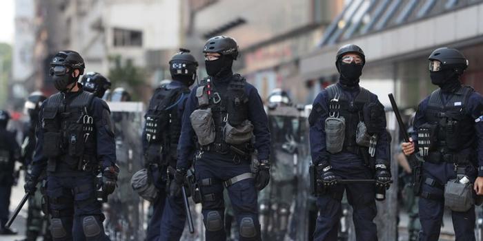 香港警嫂:转学深圳 儿子可大声说我爸爸是警察