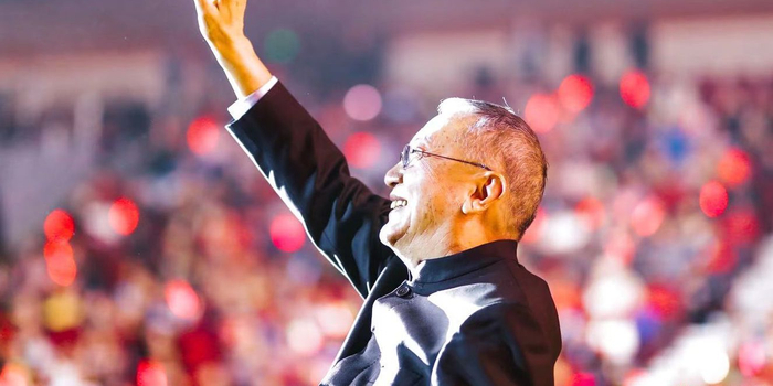柳传志退休后现身联想春晚:中国永远是联想的大本营