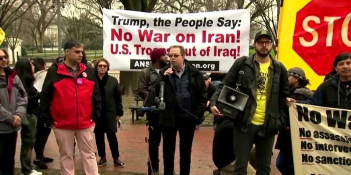 """空袭伊朗""""关键将军""""后 华盛顿爆发反战抗议"""