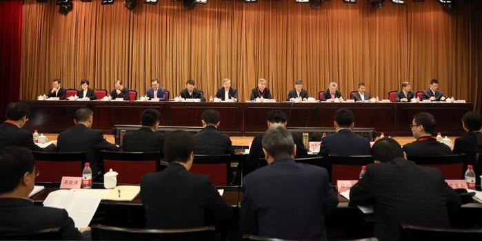 央行工作会议:坚决打赢防范化解重大金融风险攻坚战