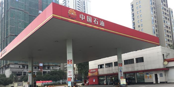 一加油站负责人:日加油量不到以前的3成 最多三吨