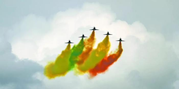 空军八一飞行表演队参加新加坡航展开幕式获一致好评