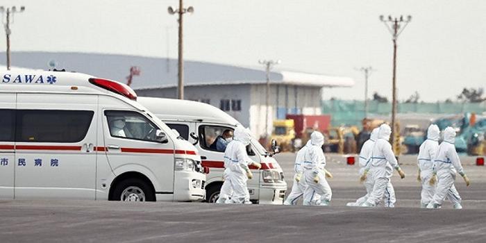 """从""""堵""""到""""治"""" 日本对策如何落在了疫情身后?"""