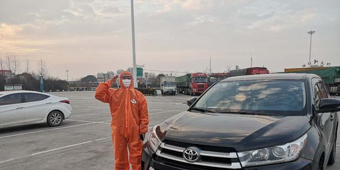 利川应急运输司机:医疗物资关乎生命 不敢耽误1分钟