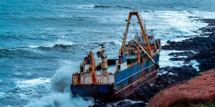 """""""丹尼斯""""肆虐 非洲""""幽灵船""""漂洋过海抵爱尔兰"""