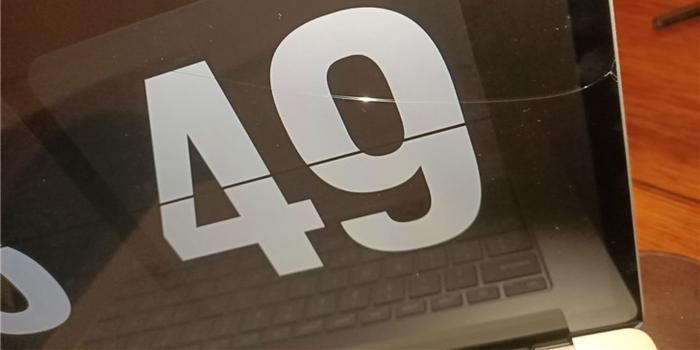 多名微软Surface Laptop 3用户反馈屏幕破裂问题