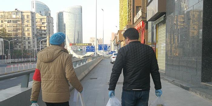 武漢小區全封閉:領導干部幫居民買菜買藥看大門