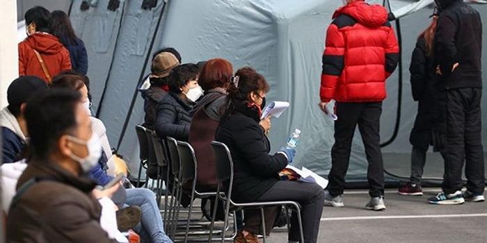 韩国日增229例确诊,累计病例连续三天翻番涨8倍
