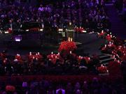 斯台普斯中心摆放33643朵玫瑰,纪念科比生涯每一分