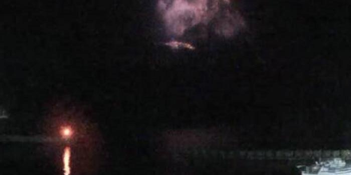 日本新岳火山喷发:烟雾达7000米 碎石飞半公里外