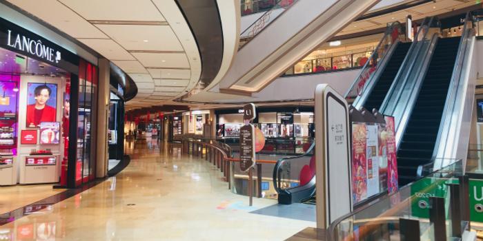 现场直击|商场门可罗雀 超商生鲜和方便面热销
