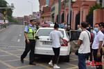 6名考生没赶上送考车两辆警车护送他们及时赴考