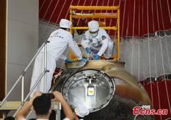 Shenzhou-12 return capsule opened in Beijing