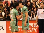 日本排球全明星再现男男之吻