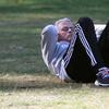 穆帅独自在公园锻炼 瞧这身手如何