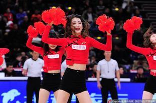 辽宁vs上海篮球宝贝热舞助威