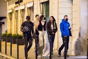 肯達爾-詹娜現身巴黎街頭