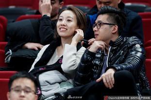 北京首钢美女球迷闪耀看台