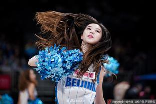 北京首钢篮球宝贝热舞助威