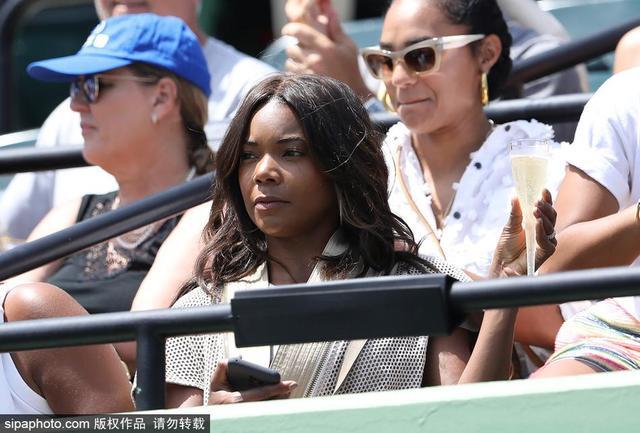 当地时间2018年3月31日,美国迈阿密,2018年WTA迈阿密公开赛:韦德娇妻尤尼恩(Gabrielle Union)现身观战。