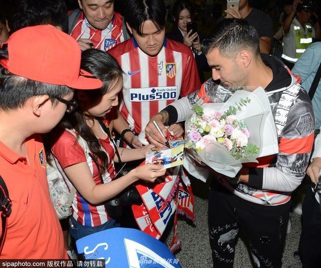 雷耶斯中国行抵达上海:非常希望融入中国联赛