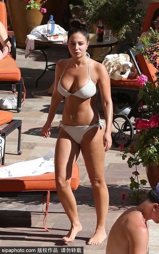 2018年6月8日消息,美国洛杉矶,英国美女主持人图丽莎·康托斯塔夫洛斯(Tulisa Contostavlos)穿比基尼秀性感好身材。