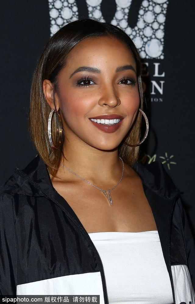当地时间2018-09-26,美国拉斯维加斯,西蒙斯前女友Tinashe现身参加活动。