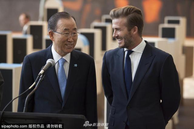 """当地时间2015年9月24日,美国纽约,身为联合国亲善大使的贝克汉姆与联合国秘书长潘基文一同参加""""为青年发声""""活动。"""