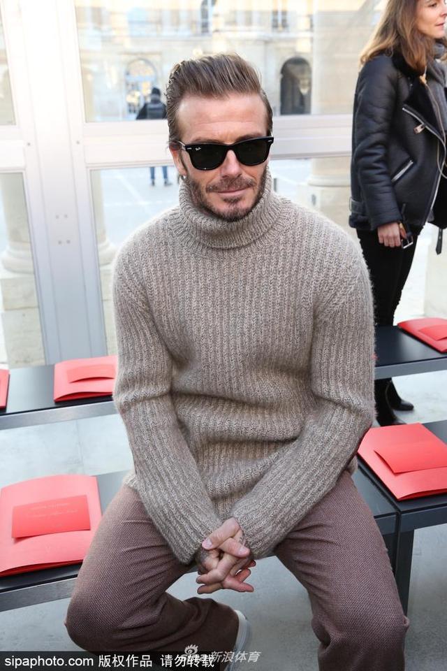 当地时间2017年1月19日,法国巴黎,大卫-贝克汉姆现身时装周观秀。
