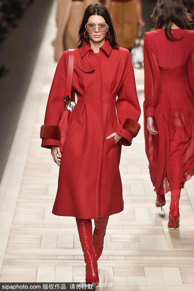 当地时间2018-10-21,意大利米兰,2017米兰时装周秋冬,Fendi品牌秀场。