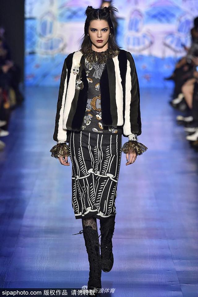 当地时间2018-10-21,美国纽约,2017纽约时装周秋冬:Anna Sui品牌秀场。