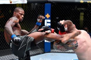 UFC格斗之夜:维托里VS霍兰德