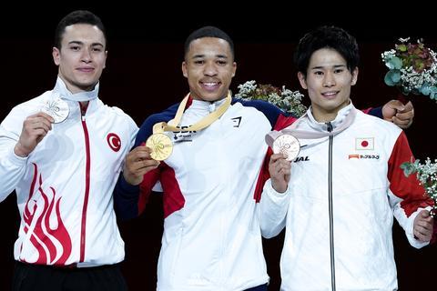 体操世锦赛双杠决赛 中国无缘奖牌