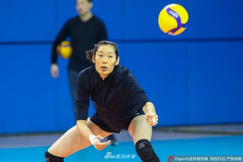 朱婷领衔天津女排备战总决赛第三场