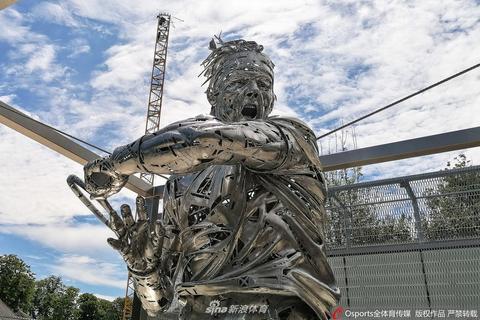 法網官方設立納達爾塑像向傳奇致敬