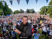 英国公开赛冠军劳瑞载誉回乡民众夹道欢迎