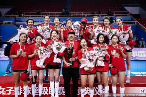 天津女排夺得联赛第12冠