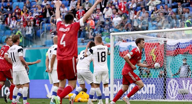 [歐洲杯]芬蘭0-1俄羅斯