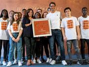 巴黎市长赠予纳达尔11冠纪念品