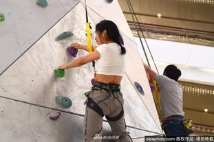 挑战全球最高室内攀岩成功登顶